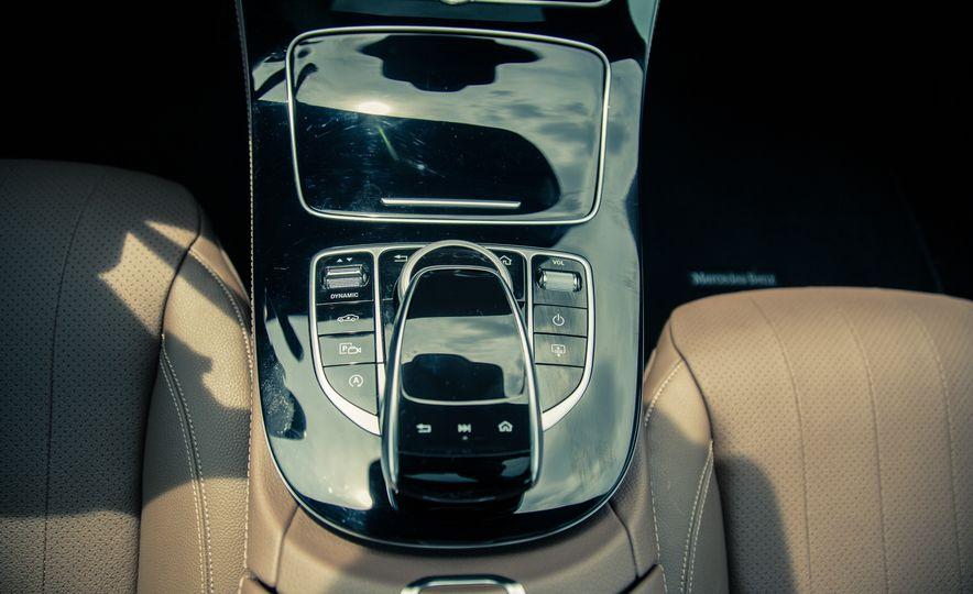 2017 Mercedes-Benz E300 4MATIC - Slide 22