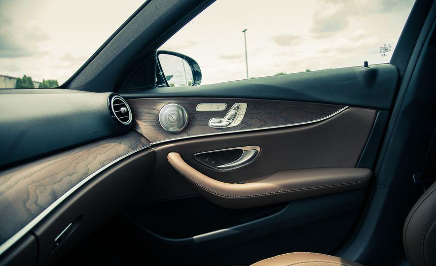 2017 Mercedes-Benz E300 4MATIC - Slide 23