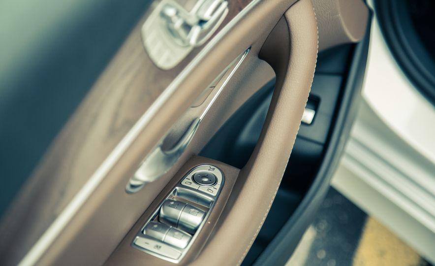 2017 Mercedes-Benz E300 4MATIC - Slide 24