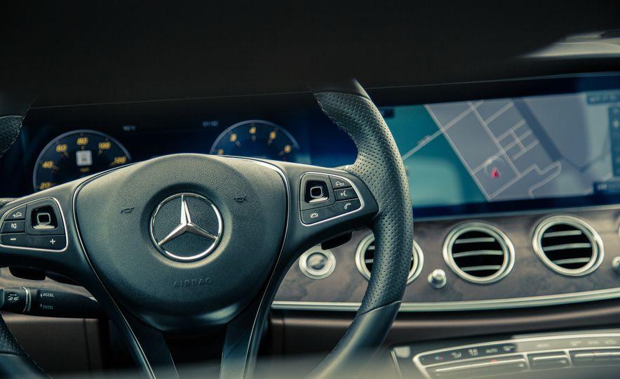 2017 Mercedes-Benz E300 4MATIC - Slide 25