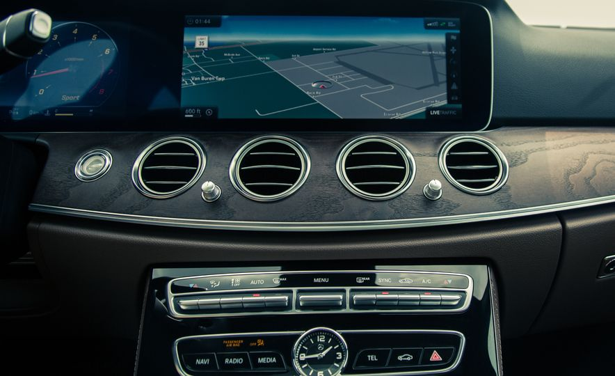 2017 Mercedes-Benz E300 4MATIC - Slide 27