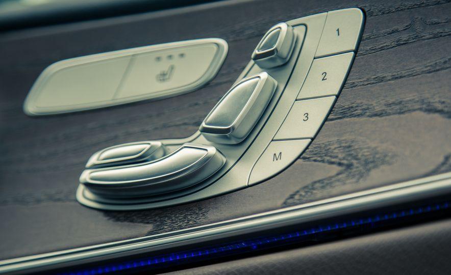 2017 Mercedes-Benz E300 4MATIC - Slide 31