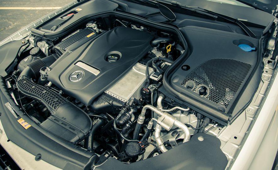 2017 Mercedes-Benz E300 4MATIC - Slide 32