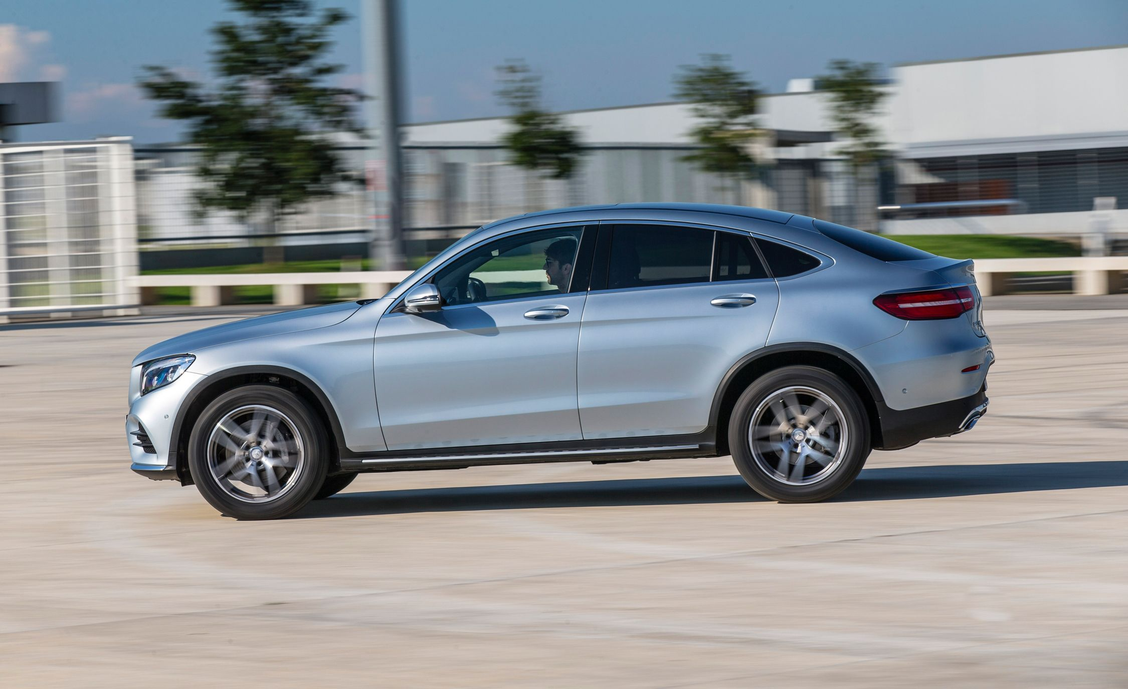 https://hips.hearstapps.com/amv-prod-cad-assets.s3.amazonaws.com/wp-content/uploads/2016/07/2017-Mercedes-Benz-GLC300-4MATIC-coupe-102.jpg