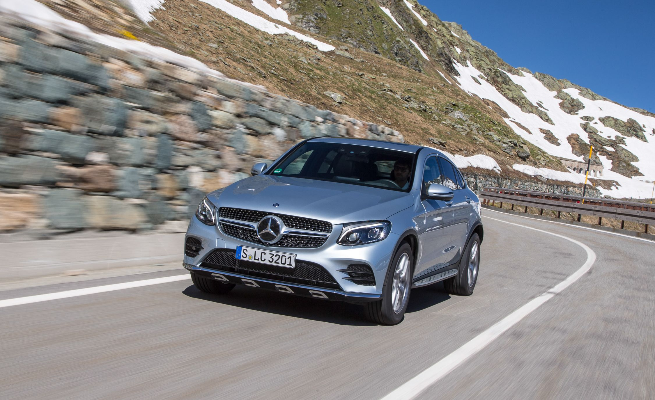 https://hips.hearstapps.com/amv-prod-cad-assets.s3.amazonaws.com/wp-content/uploads/2016/07/2017-Mercedes-Benz-GLC300-4MATIC-coupe-103.jpg