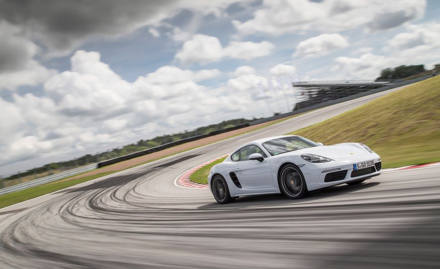 2017 Porsche 718 Cayman - Slide 4