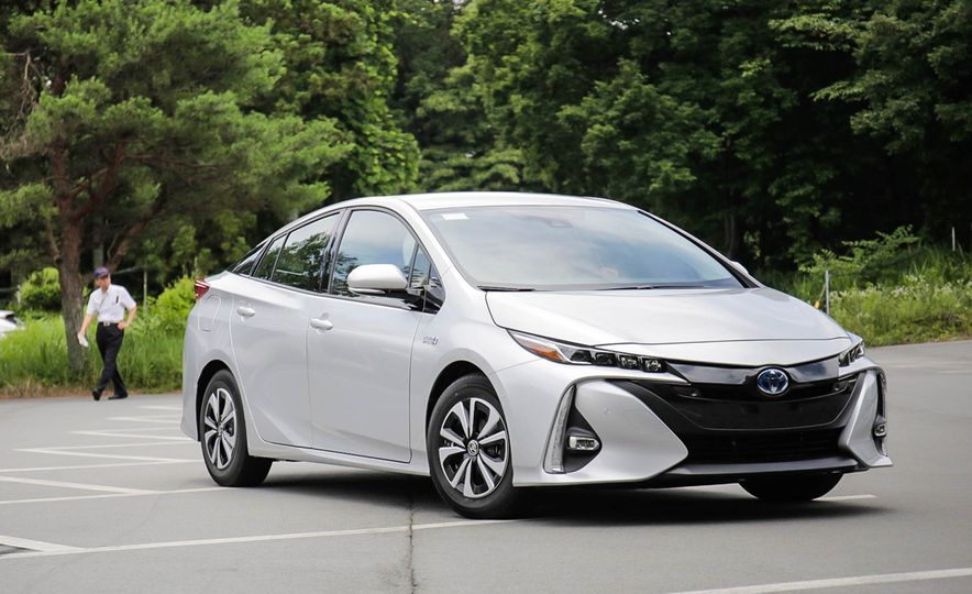 2017 Toyota Prius Prime plug-in hybrid - Slide 13