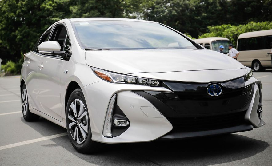 2017 Toyota Prius Prime plug-in hybrid - Slide 14