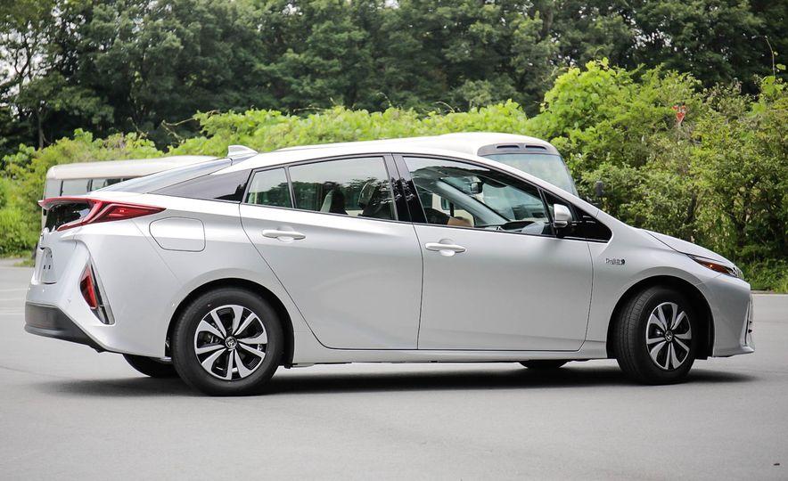 2017 Toyota Prius Prime plug-in hybrid - Slide 15