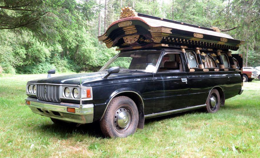 1983 Toyota Crown Hearse - Slide 1