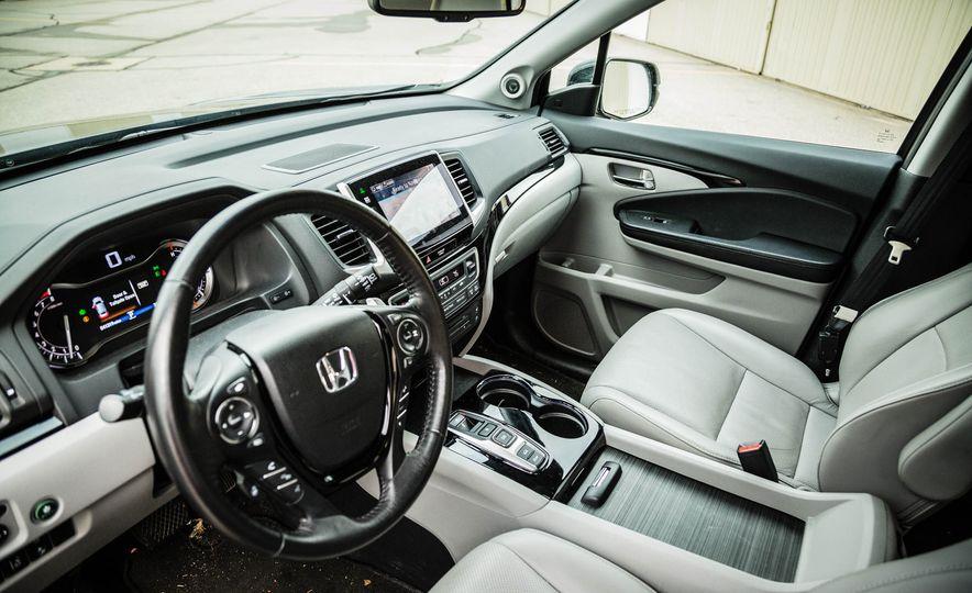 2016 Honda Pilot Elite AWD - Slide 21