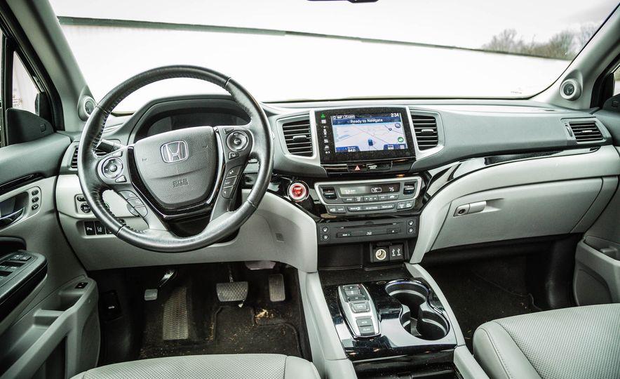 2016 Honda Pilot Elite AWD - Slide 22
