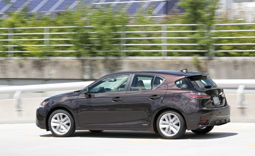 2016 Lexus CT200h - Slide 5