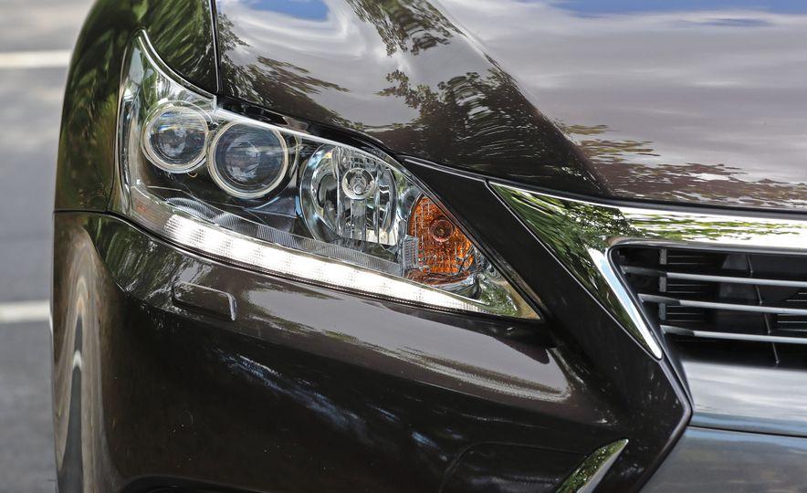 2016 Lexus CT200h - Slide 15
