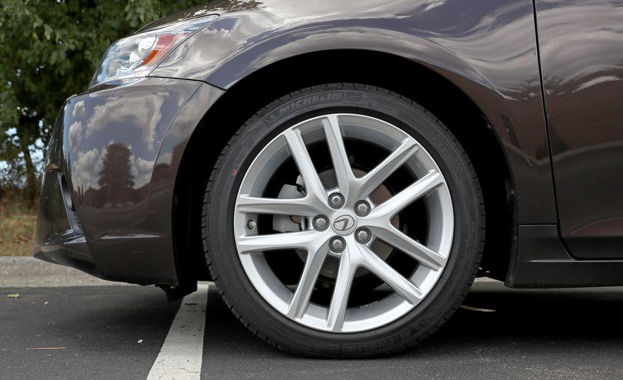 2016 Lexus CT200h - Slide 19