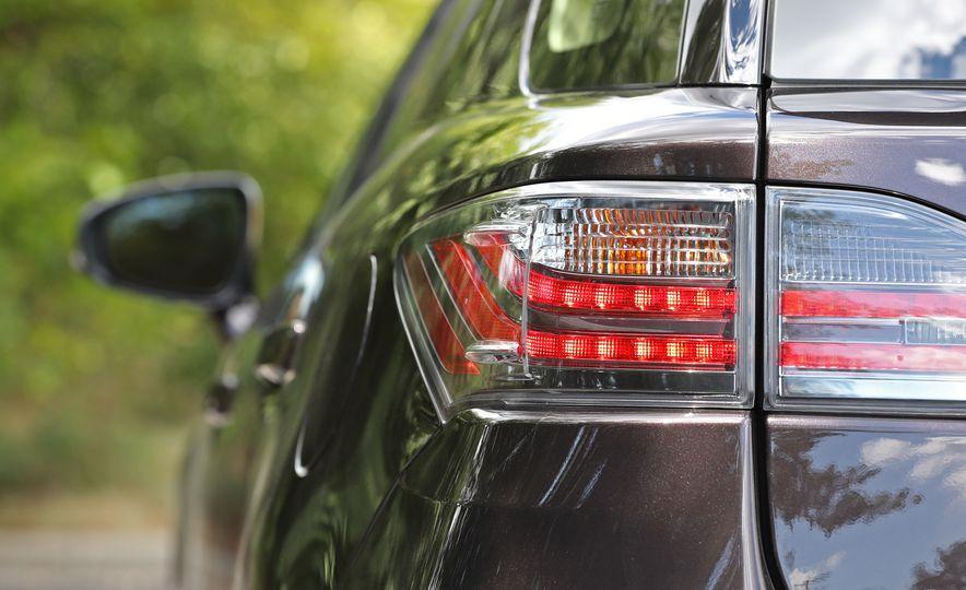 2016 Lexus CT200h - Slide 16