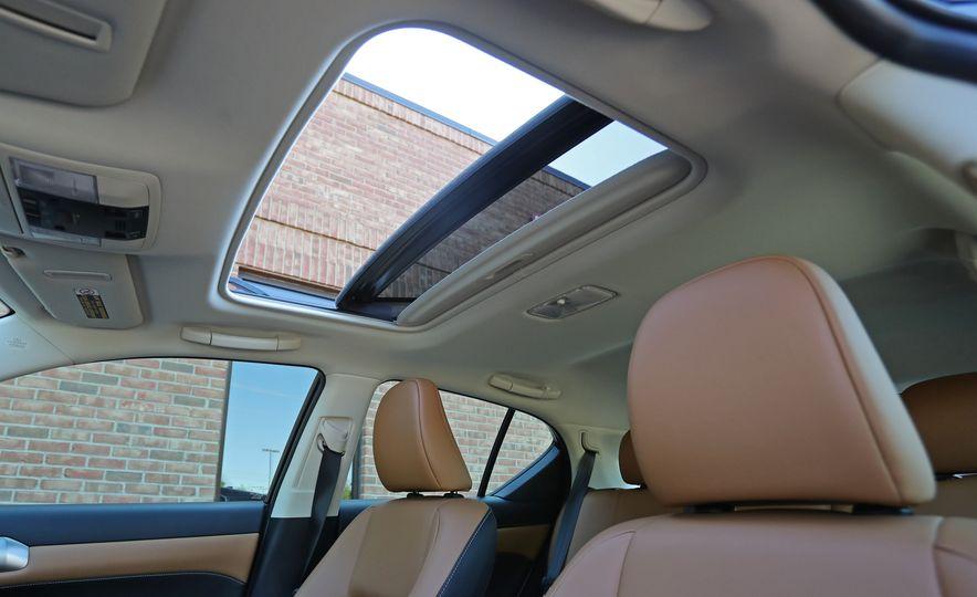 2016 Lexus CT200h - Slide 35