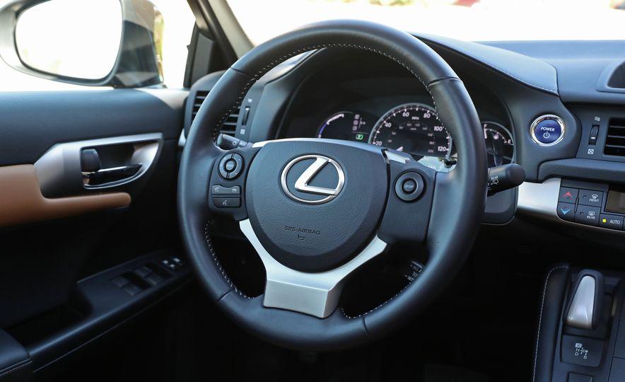 2016 Lexus CT200h - Slide 25