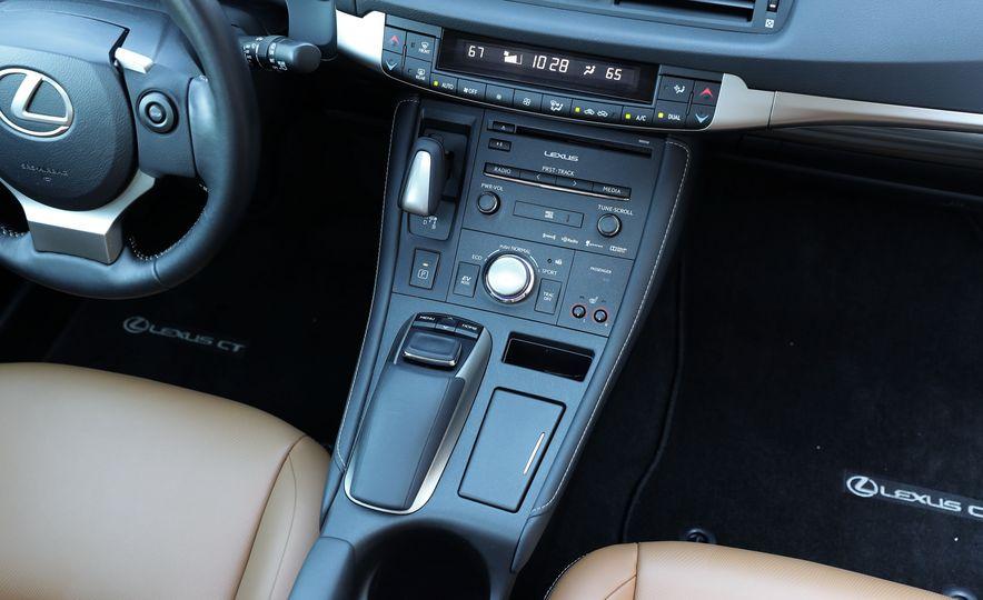 2016 Lexus CT200h - Slide 29