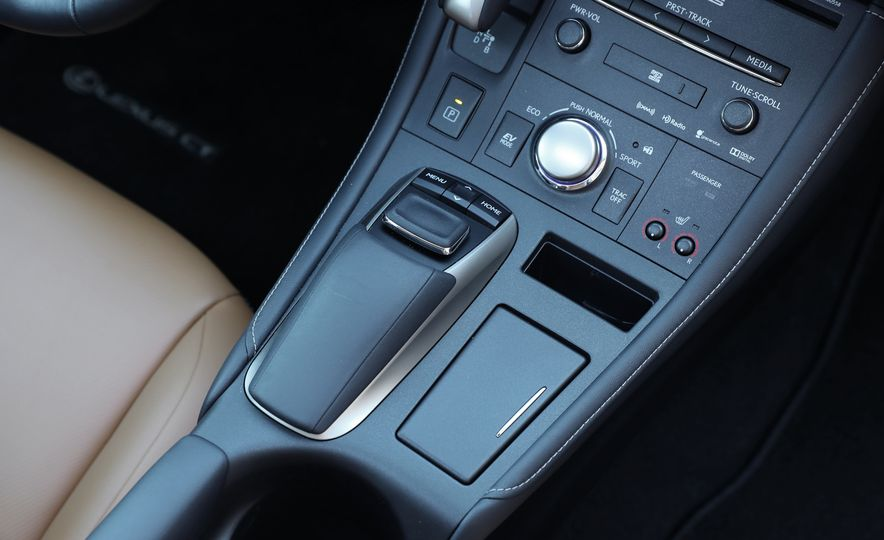 2016 Lexus CT200h - Slide 30