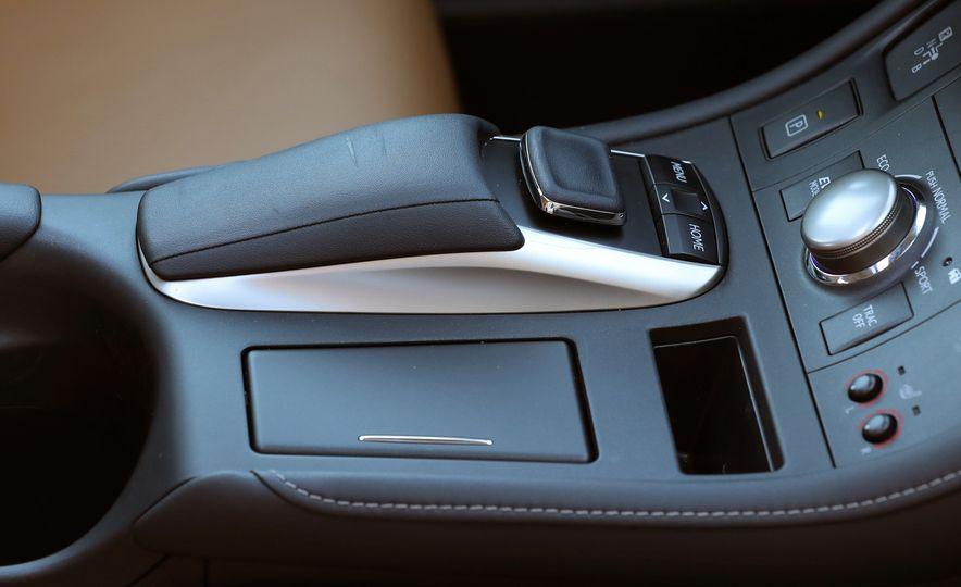 2016 Lexus CT200h - Slide 32