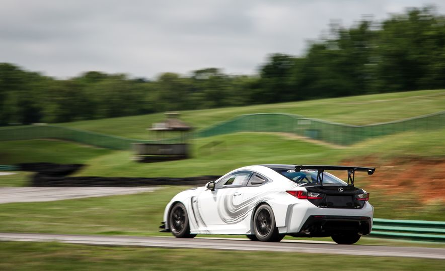 2016 Lexus RC F GT concept - Slide 10