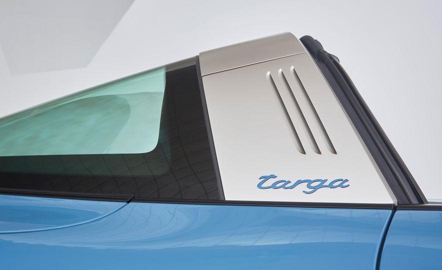 2016 Posrche 911 Targa 4S Exclusive Design Edition - Slide 7