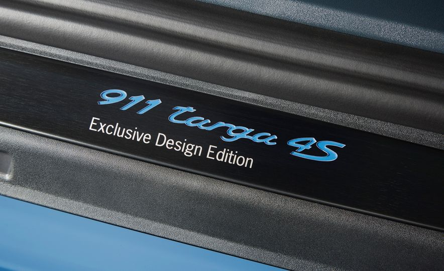 2016 Posrche 911 Targa 4S Exclusive Design Edition - Slide 10