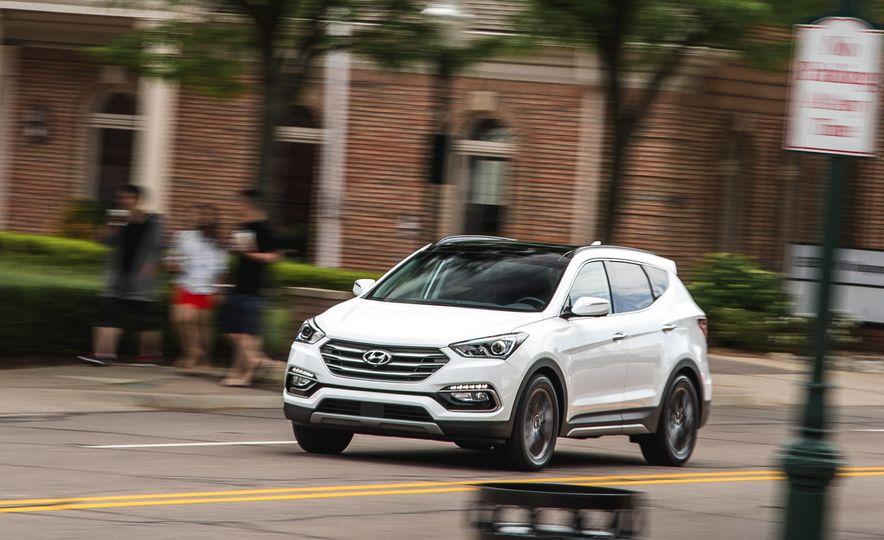 2017 Hyundai Santa Fe Sport - Slide 2