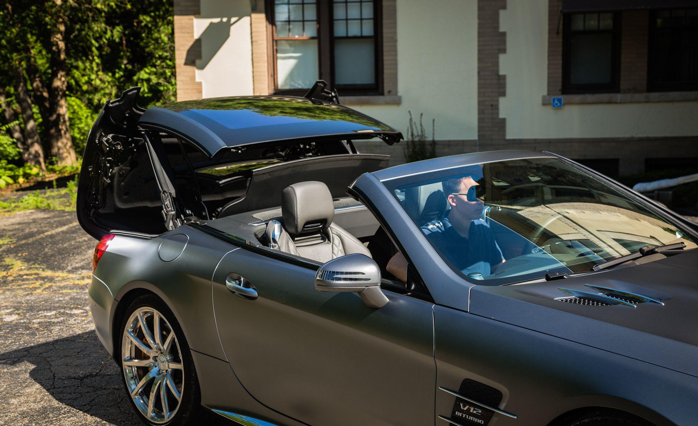 https://hips.hearstapps.com/amv-prod-cad-assets.s3.amazonaws.com/wp-content/uploads/2016/08/2017-Mercedes-AMG-SL65-123.jpg