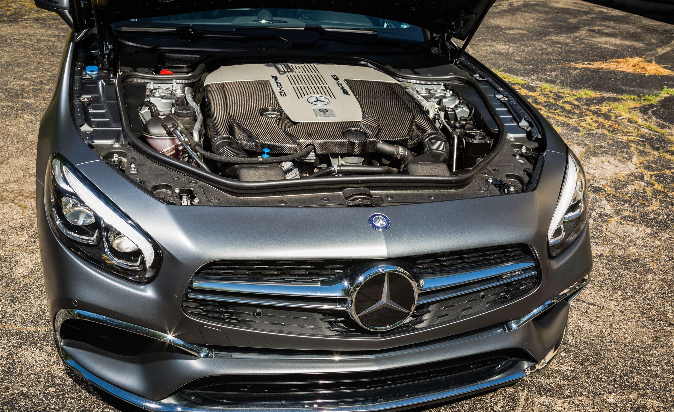 https://hips.hearstapps.com/amv-prod-cad-assets.s3.amazonaws.com/wp-content/uploads/2016/08/2017-Mercedes-AMG-SL65-142.jpg
