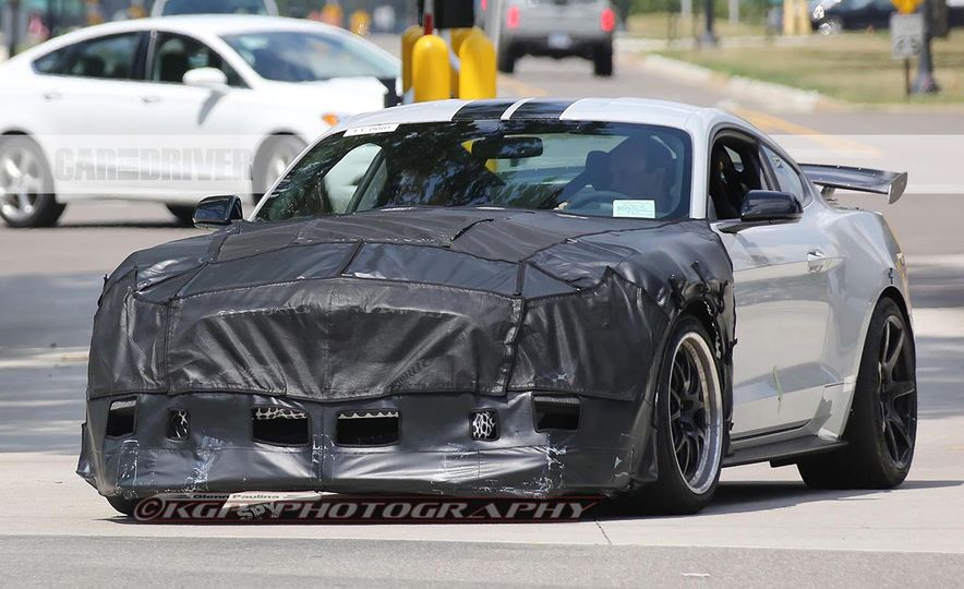 2018 Ford Mustang Shelby GT500 (spy photo) - Slide 1
