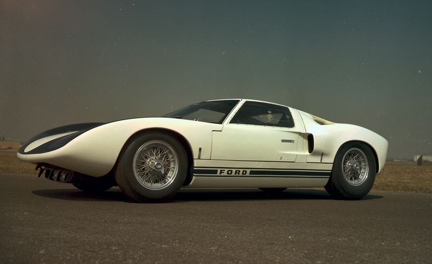 17 Vintage Ford GT40s Stampede into Pebble Beach! We Dive into Their Histories - Slide 4