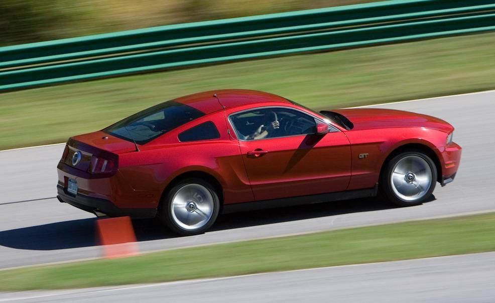 Lightning Lap Legends: Chevrolet Camaro vs. Ford Mustang! - Slide 4
