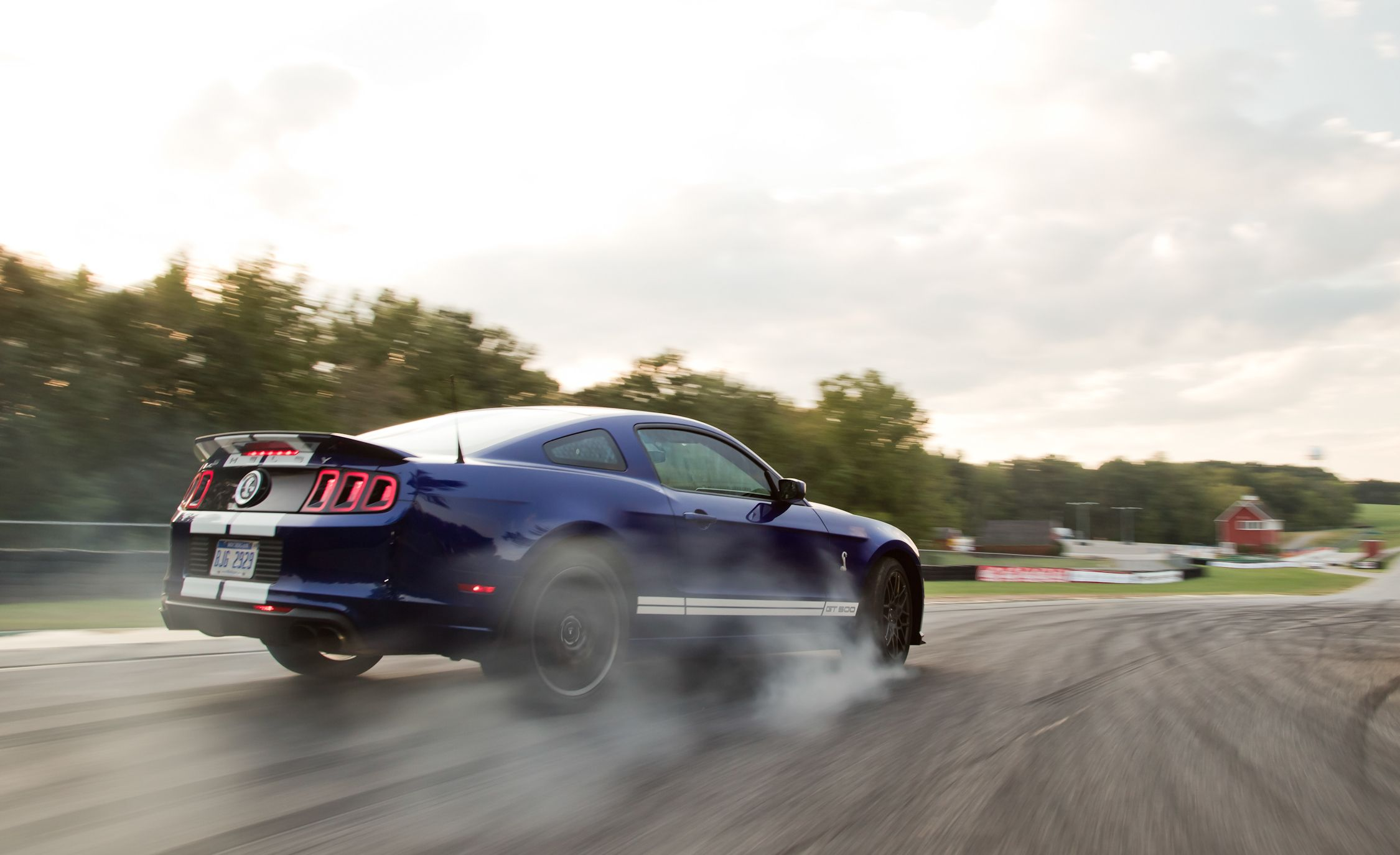 Lightning Lap Legends: Chevrolet Camaro vs. Ford Mustang! - Slide 15