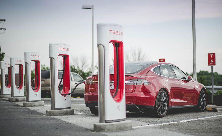 2015 Tesla Model S P85D - Slide 9