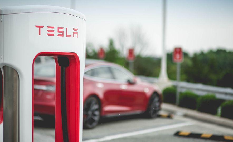 2015 Tesla Model S P85D - Slide 11