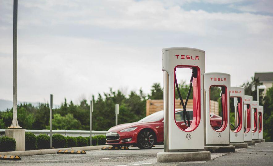 2015 Tesla Model S P85D - Slide 13