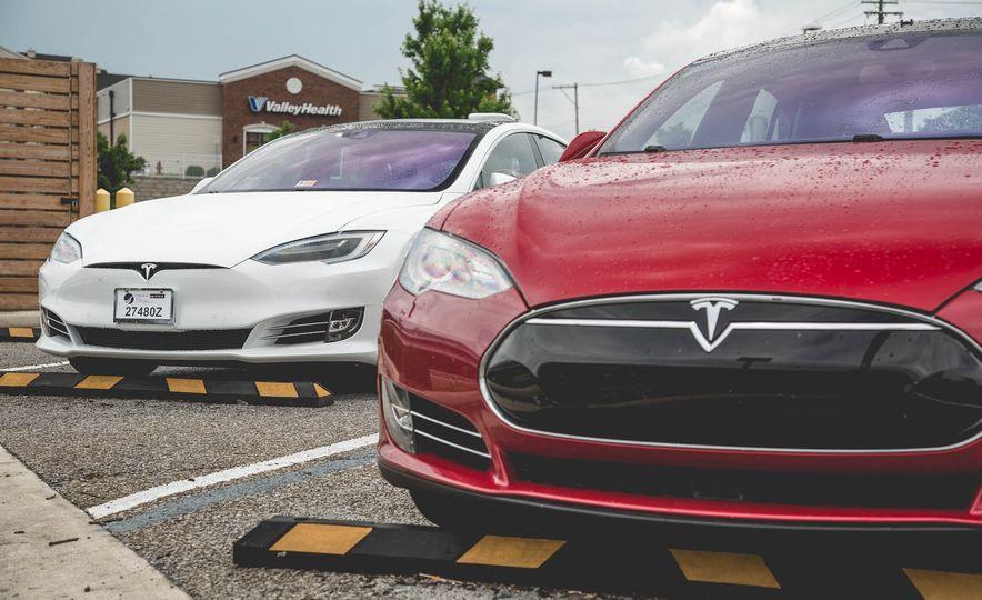 2015 Tesla Model S P85D - Slide 16