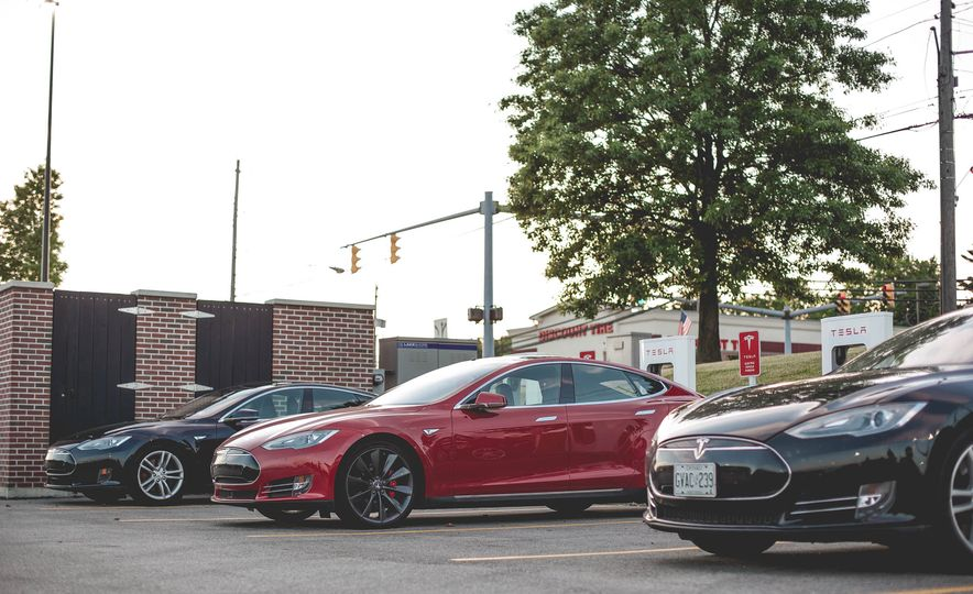 2015 Tesla Model S P85D - Slide 19