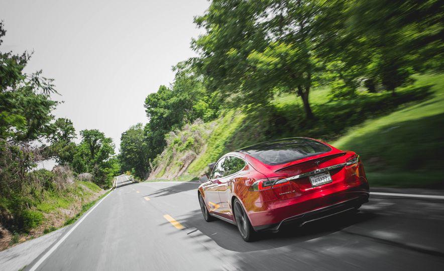2015 Tesla Model S P85D - Slide 32