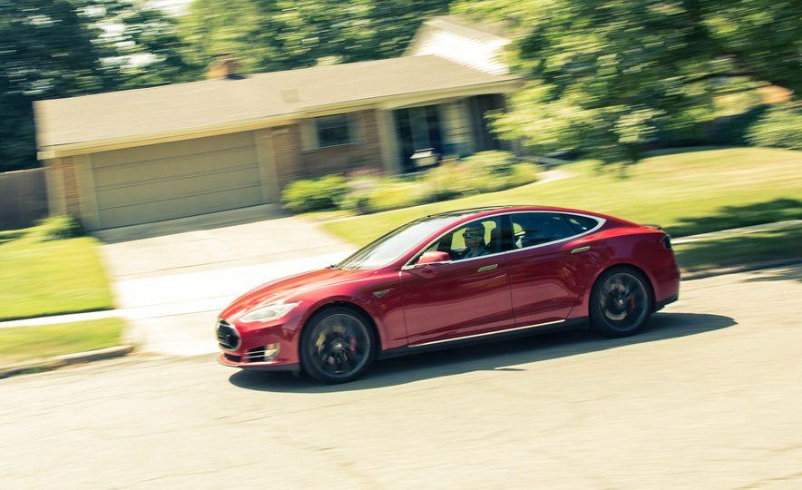 2015 Tesla Model S P85D - Slide 14