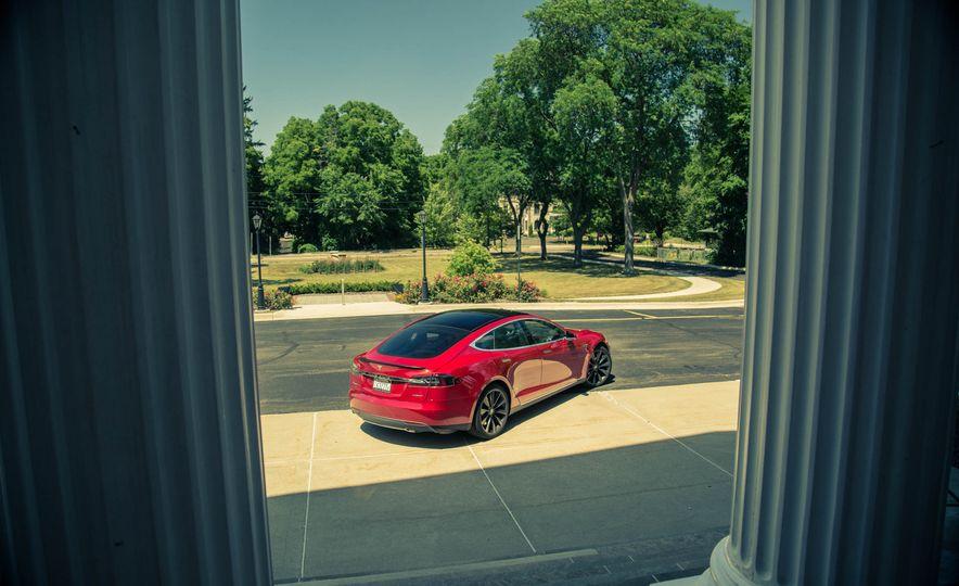 2015 Tesla Model S P85D - Slide 23