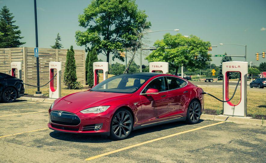 2015 Tesla Model S P85D - Slide 24