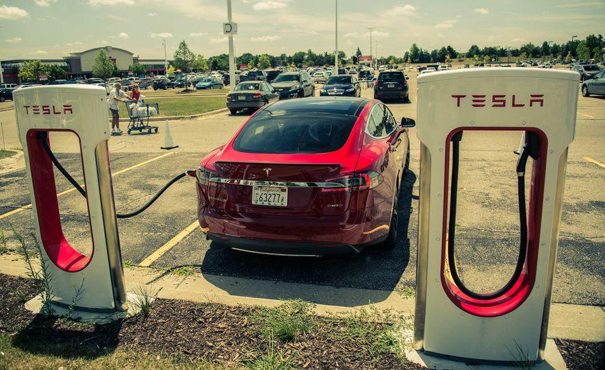 2015 Tesla Model S P85D - Slide 27