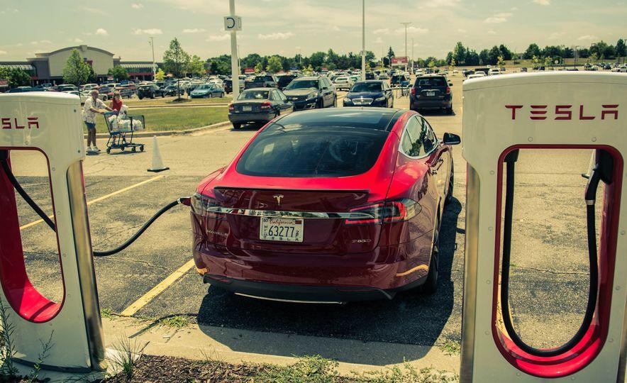 2015 Tesla Model S P85D - Slide 28