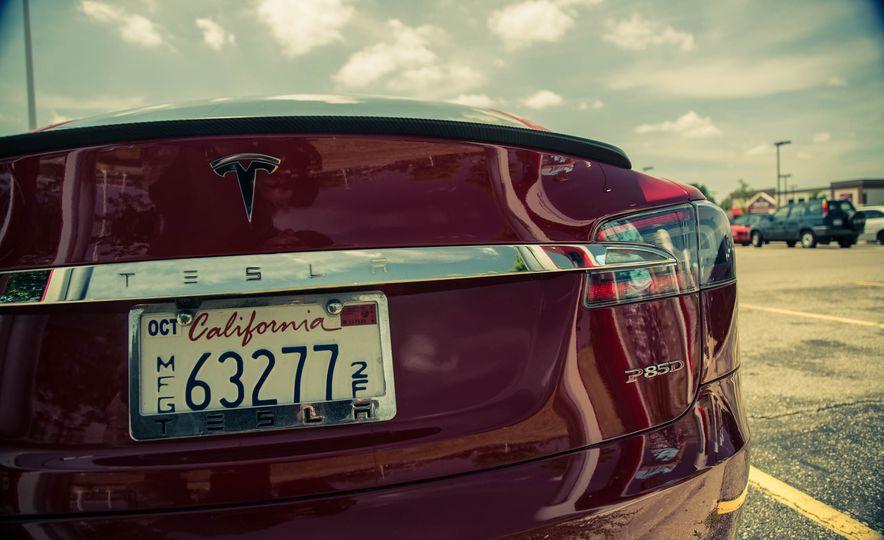2015 Tesla Model S P85D - Slide 29