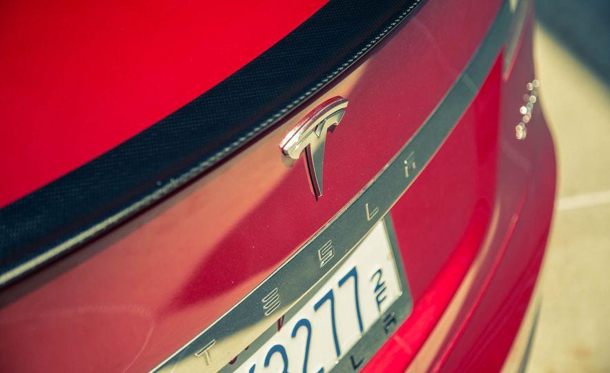 2015 Tesla Model S P85D - Slide 31