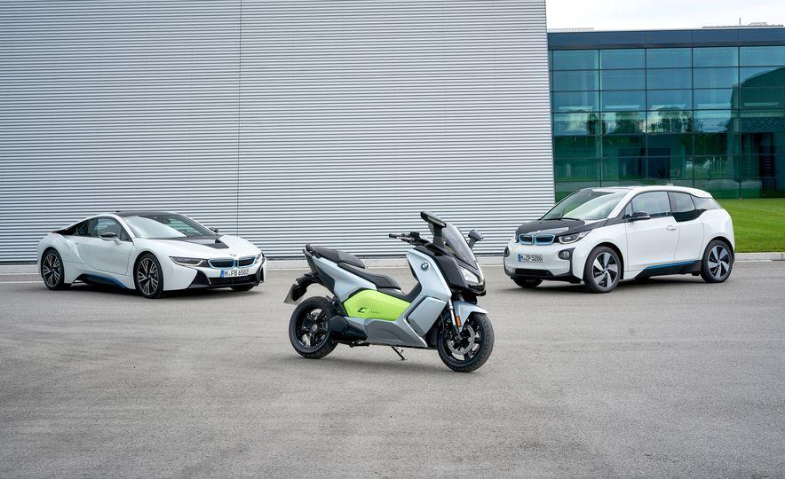 2017 BMW Motorrad C Evolution - Slide 1