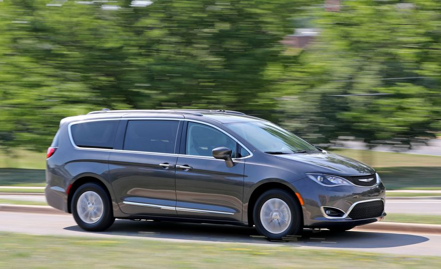 2017 Chrysler Pacifica Touring L - Slide 1